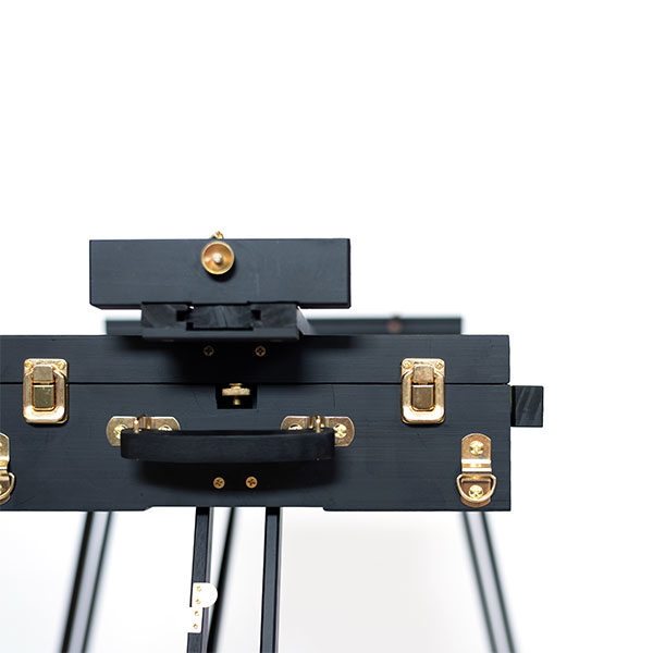 Mont-Marte-Black-French-Box-Easel-folded-closed-close-up