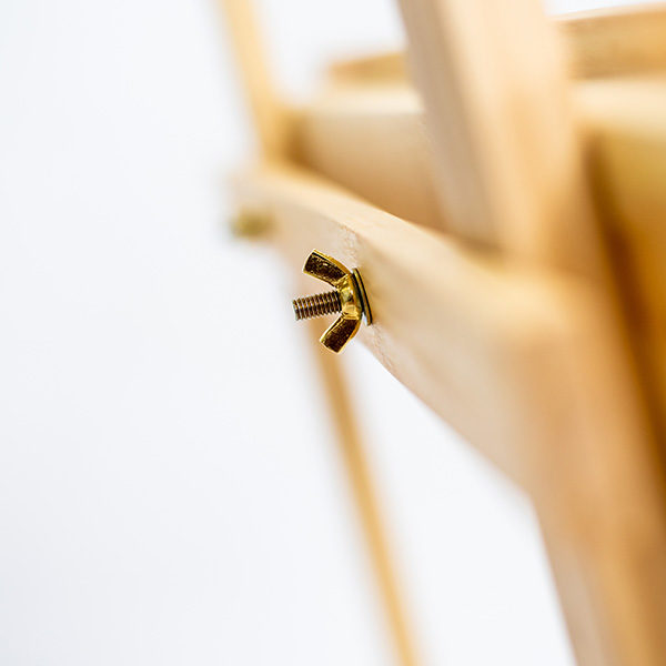 Mont-Marte-Student-Pine-Easel-(122cm)-back-close-up-of-tightning-screw